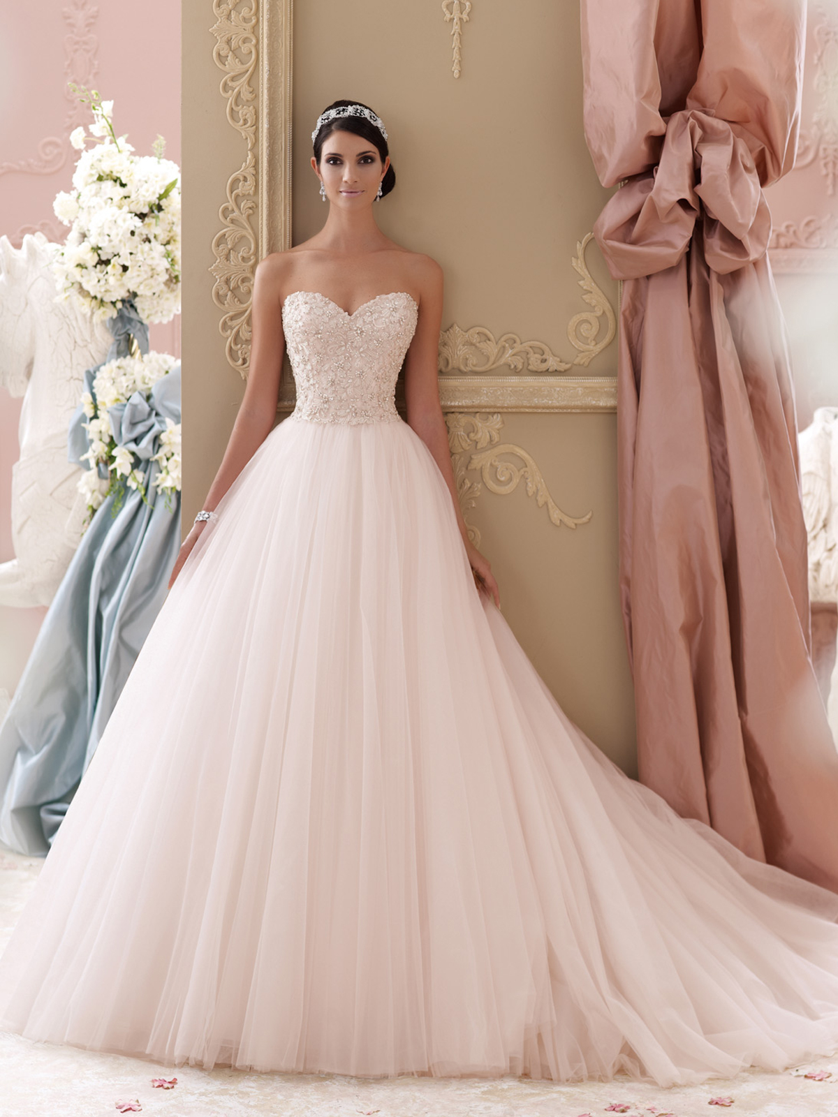 Your guide to the trendiest bridal gowns in 2015 wedding dresses image 5 junglespirit Gallery